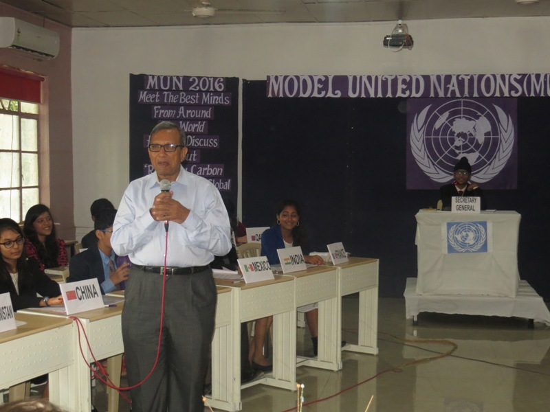 Dr. Shankar Garg speaking to the students